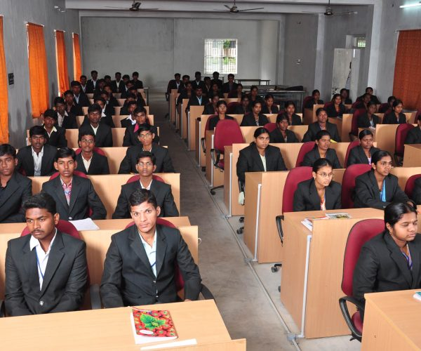 students-listening-class-at-roever-agriculture-college